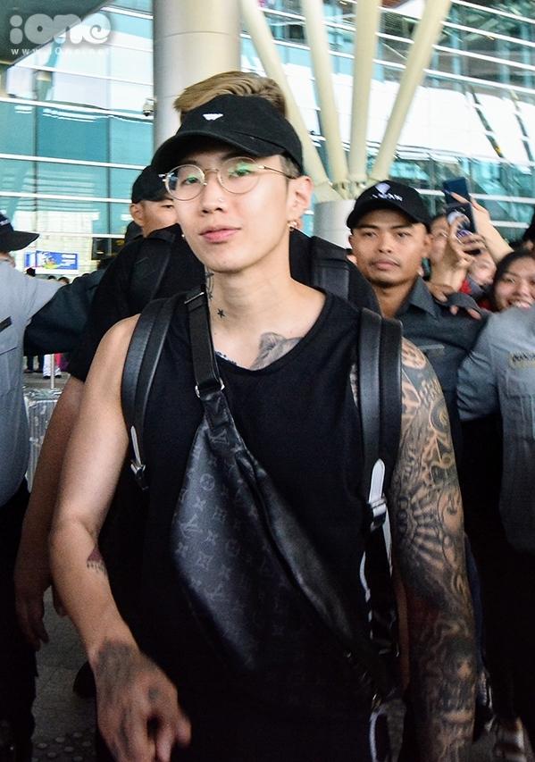 <p> Cận cảnh gương mặt điển trai của nam ca sĩ nổi tiếng xứ Hàn.Anh sẽ tham dự một số hoạt động trong một lễ hội mùa hè diễn ra ở thành phố biển miền Trung những ngày tới.</p>