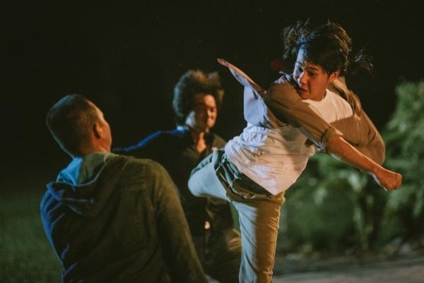 Jack thực hiện diễn xuất hành động trong MV.