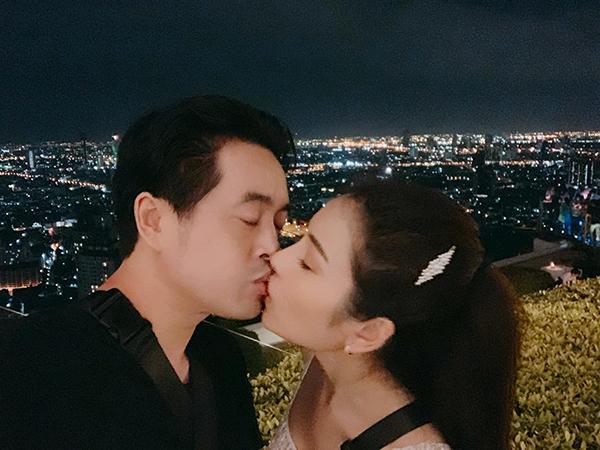 Dương Khắc Linh - Sara Lưu khóa môi ngọt ngào khi du lịch Thái Lan.