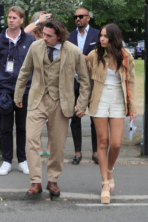 Cậu cả nhà Beckham mặc đồ như cụ già đi xem chung kết Wimbledon
