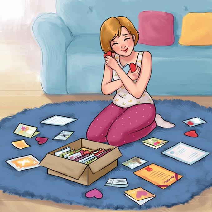 <p> Con gái luôn có một chiếc hộp lưu giữ những kỷ niệm yêu thích và đáng nhớ. Mỗi lần mở ra, họ dành hàng giờ ngồi xem và cười ngớ ngẩn một mình.</p>