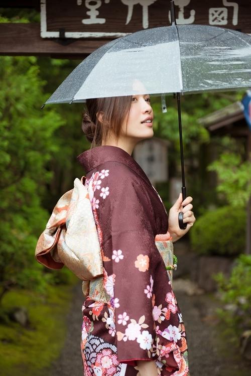 Tại Kyoto, Lệ Hằng đến thăm nhiều chùa, miếu cổ. Cô tiết lộ bản thân thích tìm hiểu về lịch sử, văn hóa, lối sống của người Nhật.