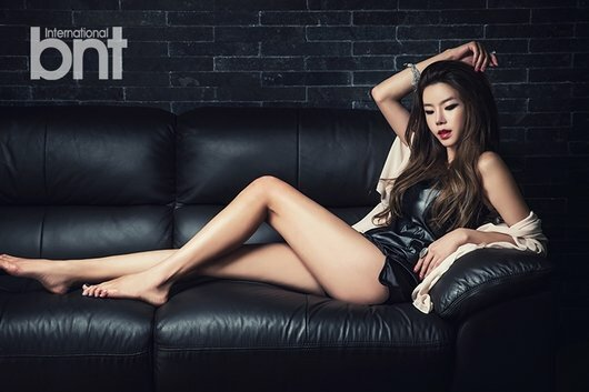Ha Eun sở hữu đôi chân dài, hình thể sexy.