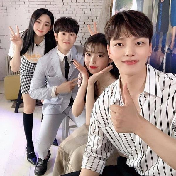 Mina (Gugudan) chia sẻ ảnh chụp đáng yêu cùng các diễn viên trong Hotel Del Luna là Yeo Jin Goo, IU, P.O (Block B).