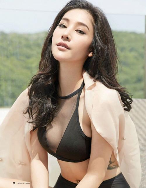 Tangmo Pattaratida là diễn viên, người mẫu, ca sĩ, cô được đánh giá là một trong những biểu tượng gợi cảm của Thái Lan. Sở hữu thân hình bốc lửa và gương mặt đẹp quyến rũ, Tangmo Pattaratida được mệnh danh là nữ hoàng sexy tại xứ Chùa Vàng.