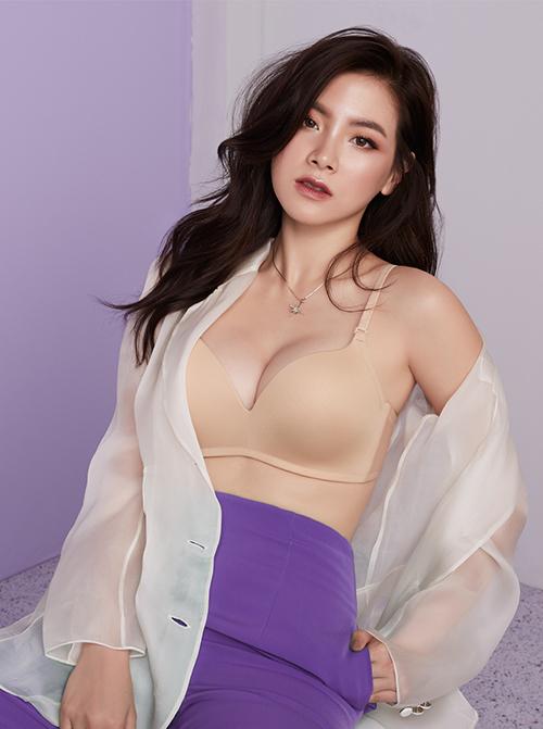 Nhan sắc thu hút với 4,7 triệu người theo dõi trên Instagram giúp Baifern được nhiều thương hiệu chọn mặt gửi vàng. Cô là người mẫu quảng cáo cho quần áo, mỹ phẩm và cả nội y.