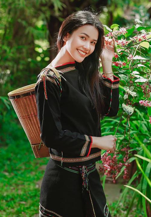 Sau khi rời cuộc thi, cô gái Ê đê tiếp tục ghi danh ở cuộc thi Hoa hậu Bản sắc Việt toàn cầu 2019. Bella cho biết động lực thi sắc đẹp của cô chính là cô bạn HHen Niê. Top 5 Miss Universe 2018 cũng hết lòng ủng hộ bạn thân thi hoa hậu.