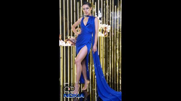 Người mẫu Khánh Linh – The Face thể hiện thần thái thời trang chuyển động tại khu vực chụp ảnh đa chiều cùng Nokia smartphones.