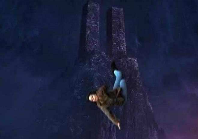 <p> Trong <em>Avengers: Endgame</em>, Black Widow gieo mình xuống đáy vực sâu ở hành tinh Vomir để đổi lấy viên đá Linh hồn, cứu sống cả nhân loại. Những khán giả từng rơi nước mắt ở phân cảnh này giờ lại phải bật cười vìScarlett Johansson.</p>