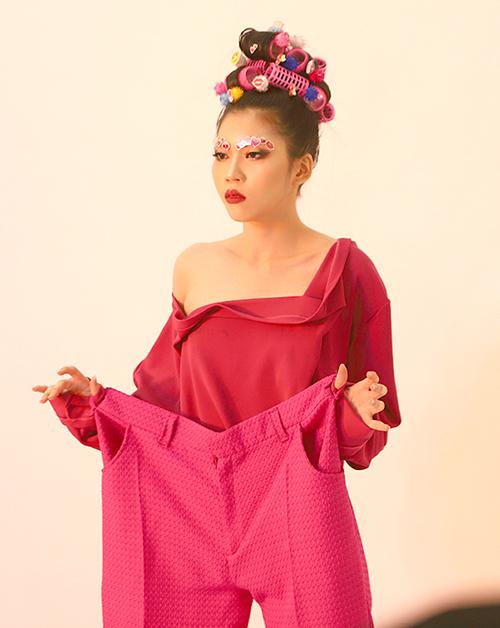 Thí sinh Vietnams Next Top Model tạo dáng như tấu hài - 5