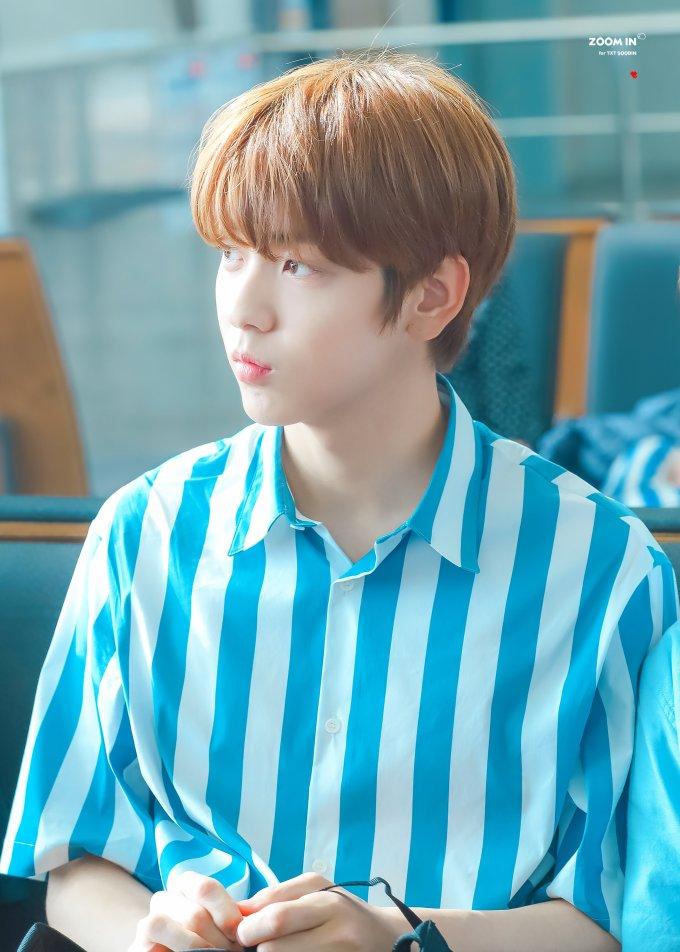 """<p> Từ khi debut, tân binh Soo Bin (TXT) được netizen gọi là """"hoàng tử đẹp hơn hoa"""". Anh chàng hội tụ mọi đặc điểm mà công chúng Hàn yêu thích, vừa cao ráo, vừa đẹp trai, đặc biệt là gương mặt thuần khiết kiểu """"tình đầu quốc dân"""".</p>"""