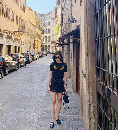 Huyền My tự thưởng một chuyến du lịch châu Âu cùng gia đình sau những ngày chạy show liên tục. Hiện tại Á hậuvi vu ở Italy.