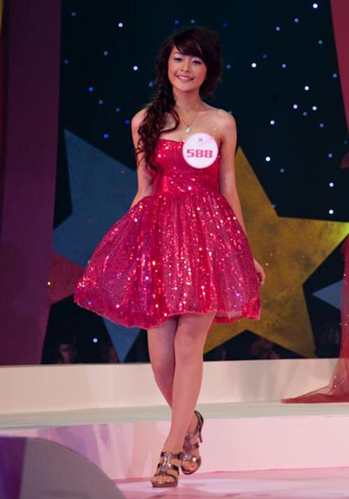 Miss Teen là cuộc thi đầu tiên giúp công chúng biết đến cái tên Chi Pu. Thời điểm đó, cô gái 16 tuổi có gương mặt bầu bĩnh, đáng yêu và lọt vào Top 20 cuộc thi dù không có chiều cao tốt.