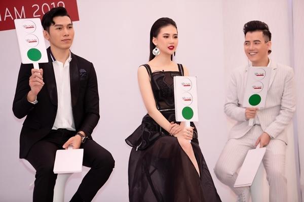 Quỳnh Hoa chia sẻ: Có 800 thí sinh, độ tuổi từ 4-16 tuổi đến dự thi nên ban giám khảo phải ngồi chấm cả ngày để kịp thời gian. Sự hồn nhiên, ngây thơ của các bé cũng làm buổi casting trở nên thú vị.