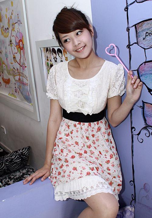 Từ mác hot girl bước ra từ Miss Teen, Chi Pu thành gương mặt đắt show chụp hình thời trang và các trang báo dành cho tuổi teen.