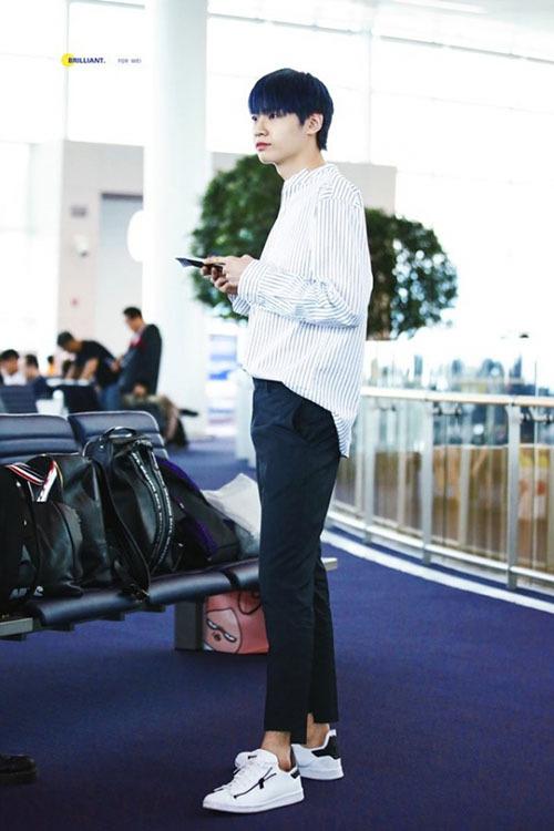 Anh chàng là thí sinh có tỉ lệ cơ thể ấn tượng nhất Produce X101, đôi chân dài 114cm, không hề kém cạnh người mẫu.