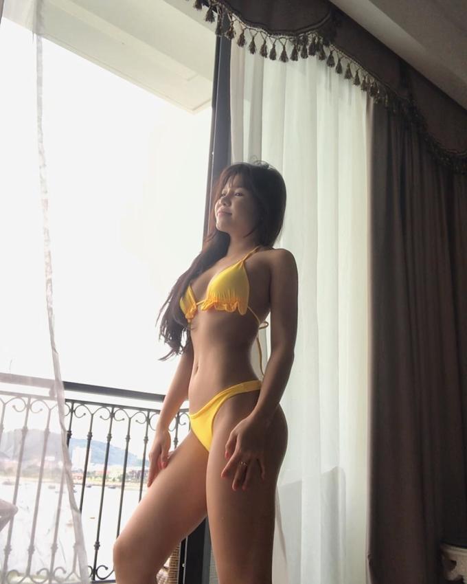 <p> Với lợi thế ngoại hình, bikini luôn là lựa chọn của Yến Xuân.</p>