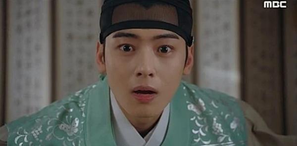 Biểu cảm ngạc nhiên bị chê của Cha Eun Woo.