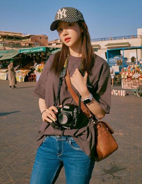 Hani giản dị vác máy ảnh đi khám phá Morocco.