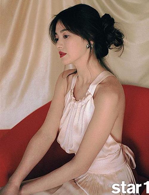 Mỗi lần làm mới bản thân với phong cách sexy, quyến rũ, vợ cũ Song Joong Ki đều