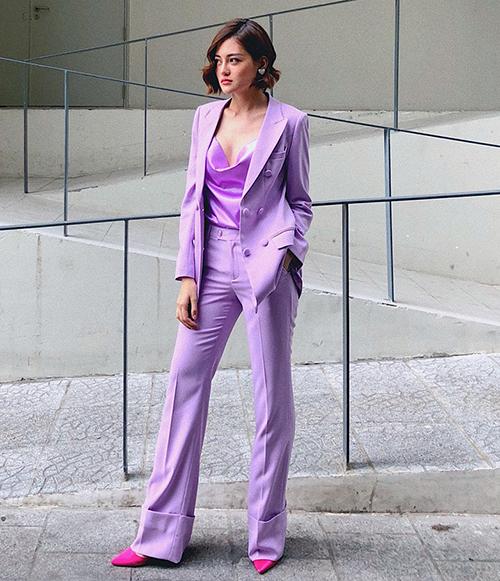 Thùy Anh chứng minh diện cả cây tím rịm vẫn không hề sến nhờ thần thái fashionista.