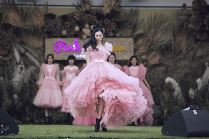 <p> Jun Vũ tung váy điệu nghệ với đầm công chúa.</p>