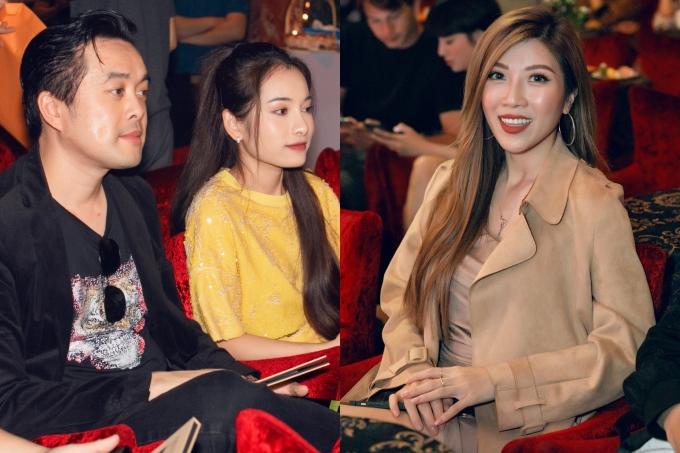 <p> Trang Pháp ngồi cách khá xa vợ chồng Dương Khắc Linh khi thưởng thức âm nhạc. Họ hoàn toàn không nhắc về đối phương kể từ khi có cuộc sống riêng.</p>