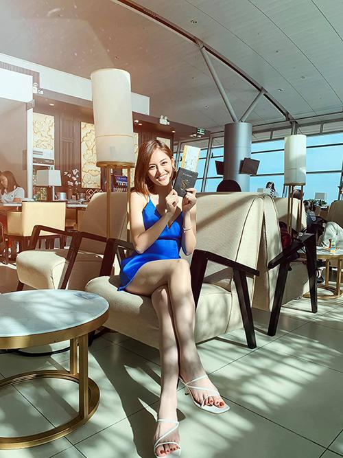 Thùy Anh xinh tươi ở sân bay trong chuyến đi Singapore.