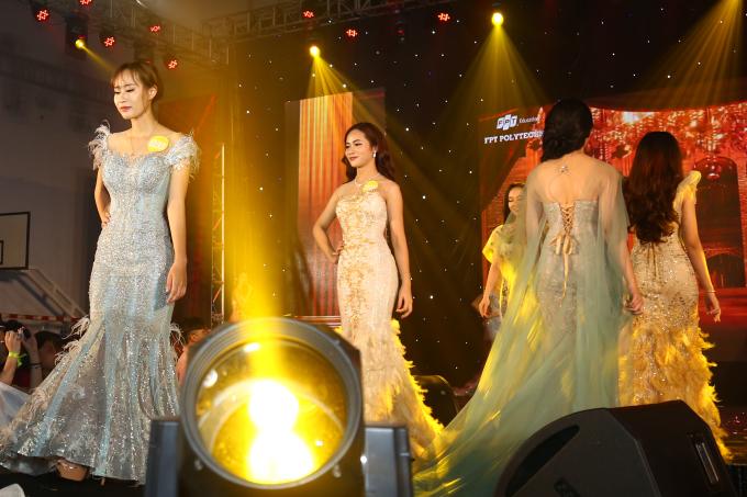 <p> Các cô gái diện đầm dạ hội kiêu sa, tự tin sải bước trên sân khấu.</p>