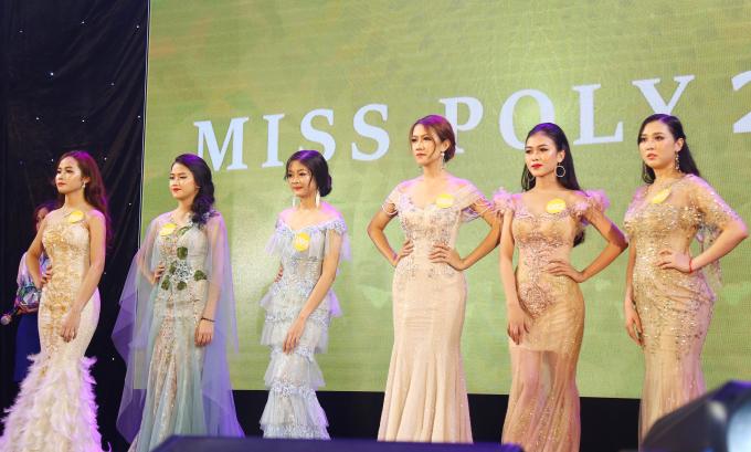 <p> Các thí sinh top 6 được chọn vào phần thi xứng xử.</p>