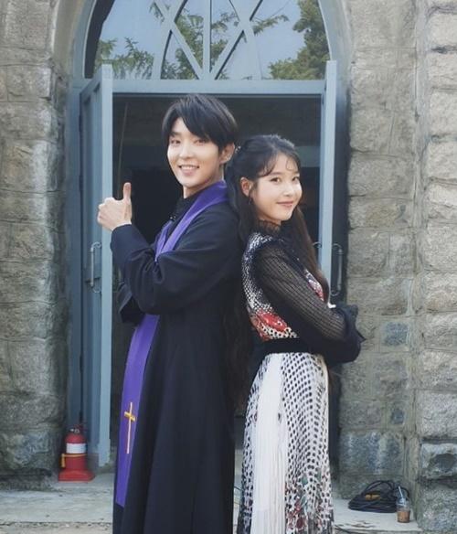 Lee Jun Ki tái ngộ IU trong phim mới Hotel Del Luna với vai trò cameo. Tứ gia của Moon Lovers giúp rating phim tăng vọt trong phân cảnh anh xuất hiện.