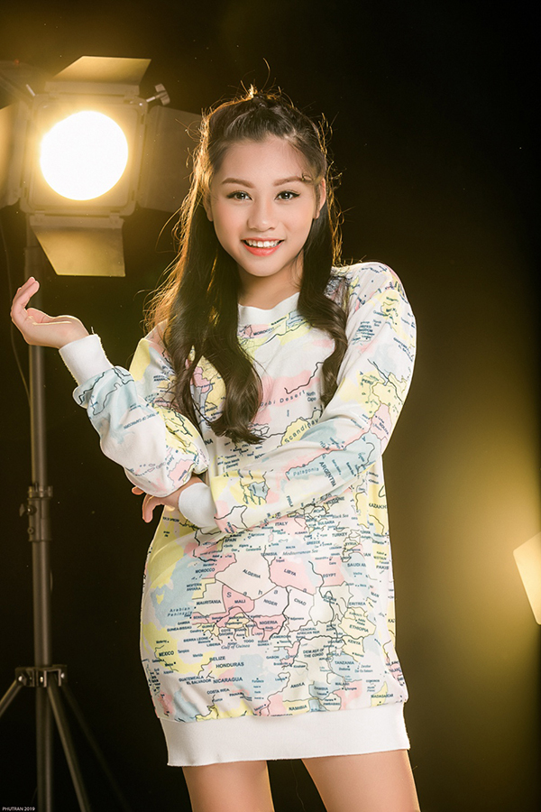 <p> Giống các bạn bè đồng trang lứa, Khánh Ngọc có nhiều sở thích như xem phim, nghe nhạc, đi du lịch... Cô bạn còn thích làm điệu.</p>