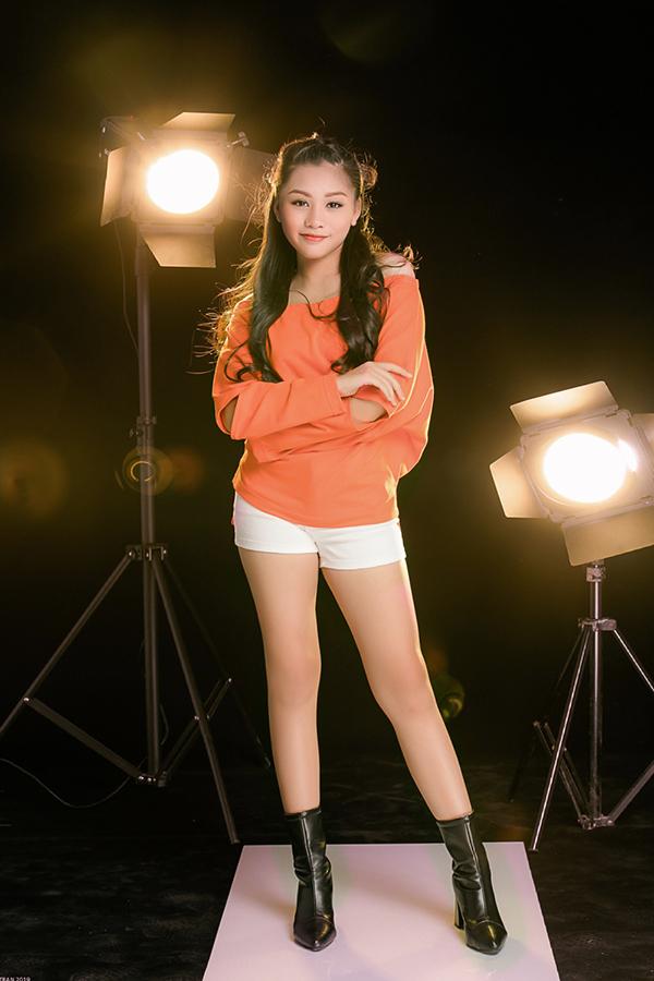 <p> Không chỉ có tài năng catwalk, Khánh Ngọc còn là một vận động viên dancesport. Cô bé từng giành 5 giải vàng, 3 giải bạc tại Giải khiêu vũ Thể thao tỉnh Đồng Nai mở rộng và cúp Khánh Thi năm 2016 do Sở Văn hóa - Thể thao và Du Lịch tổ chức.</p>