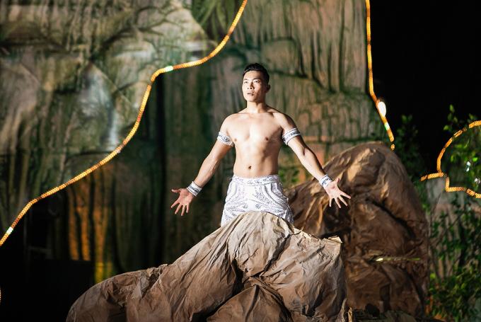 <p> Quốc Cơ chia sẻ niềm tự hào khi được biểu diễn ở một sự kiện tôn vinh vẻ đẹp của đất nước Việt Nam.</p>
