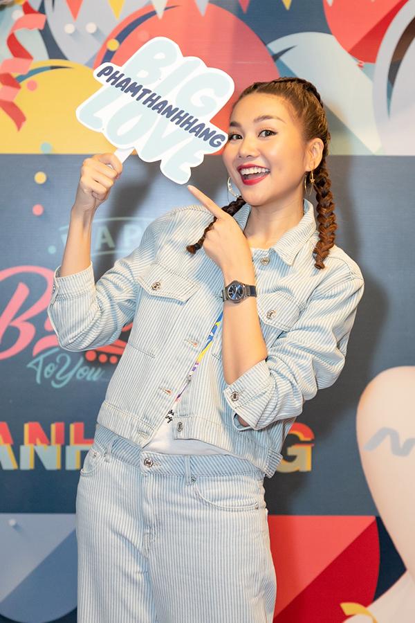 <p> Nhiều fan nhận xét vui rằng, nhìn Thăng Hằng xì tin như gái 18.</p>