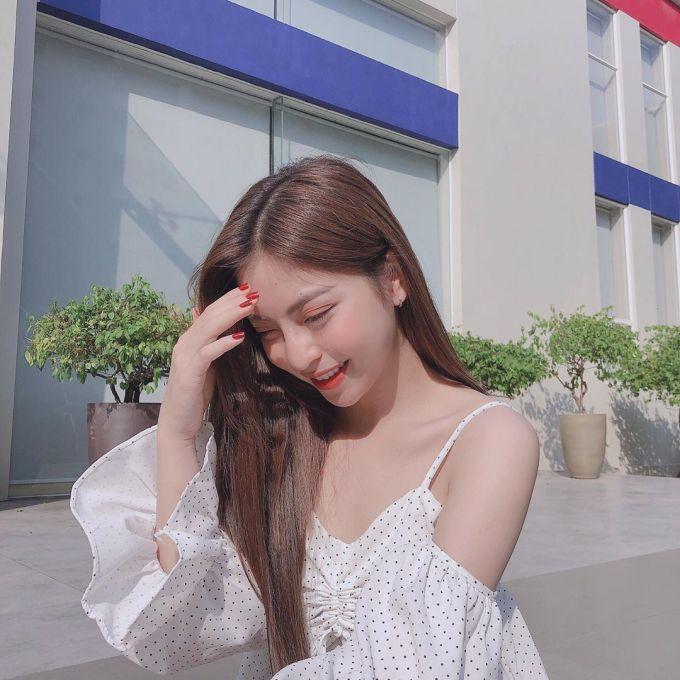 <p> Nhiều bình luận mong muốn bạn gái Quang Hải theo đuổi phong cách nhẹ nhàng, nữ tính vừa đủ như trong ảnh.</p>
