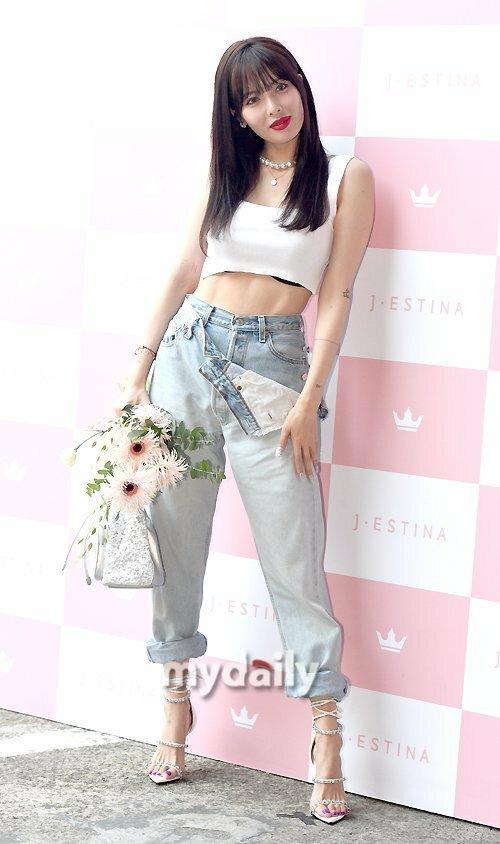 Những hình ảnh mới nhất của Hyuna thu hút sự chú ý của netizen Hàn. Nhiều người khen ngợi phong cách sexy khỏe khoắn của người đẹp sinh năm 1992.