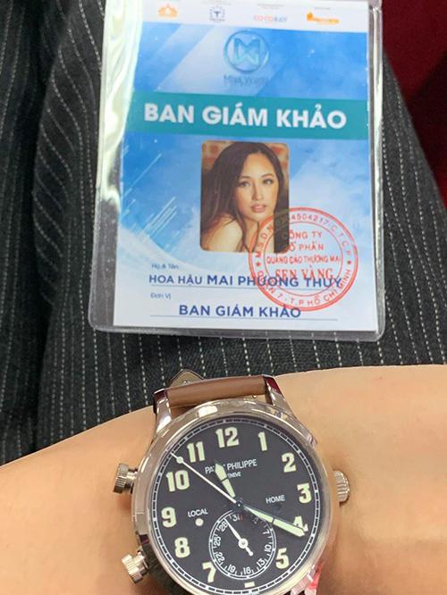 Chỉ trong thời gian ngắn, Mai Phương Thúy liên tiếp chi tiền tỷ để sắm về những mẫu đồng hồ đẳng cấp. Cách đây không lâu, người đẹp cũng tậu dòng đồng hồ cổ điển của Patek Philippe, giá khoảng 1,3 tỷ đồng.
