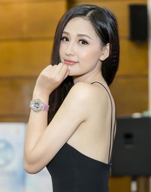 Yêu nữ hàng hiệu của Vbiz cũng phải chi khoảng 1,5 tỷ đồngđể sắm mẫu đồng hồ Hublot quai hồng.