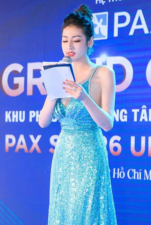 Người đẹp họ Dương đảm nhận vai trò MC cho chương trình.