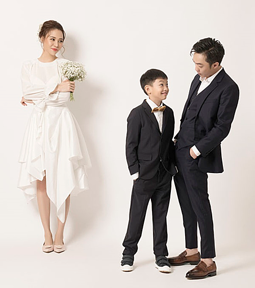 Subeo góp mặt trong ảnh cưới của bố và bạn gái mới.
