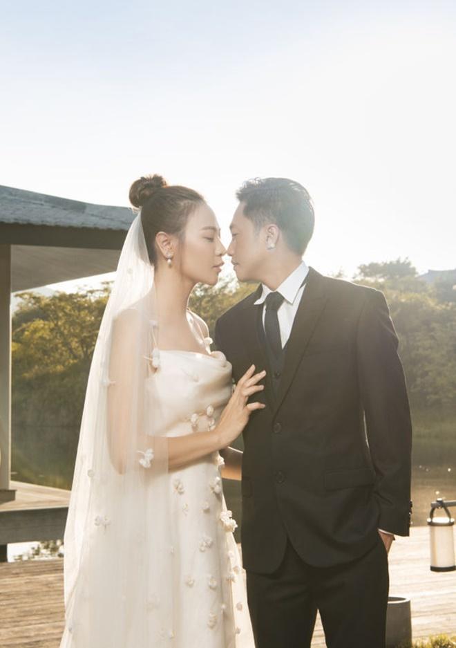 <p> Đàm Thu Trang tiết lộ, vợ chồng cô không có thói quen lên kế hoạch trước mà thường làm theo cảm xúc. Cặp đôi sẽ chọn xe cưới, lên kế hoạch trăng mật tùy vào cảm xúc ở thời điểm quyết định.</p>