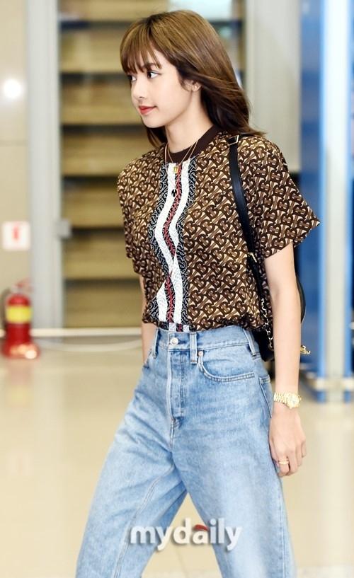 Lisa diện toàn đồ hiẹu, Ji Soo đã chịu hở ở sân bay - 3