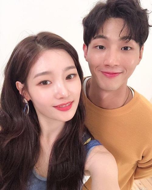 Chae Yeon (DIA) và Ji Soo đẹp đôi bên nhau khi kết hợp trong bộ phim My First First Love. Cả hai quảng bá phần hai của phim lên sóng Netflix vào 26/7.