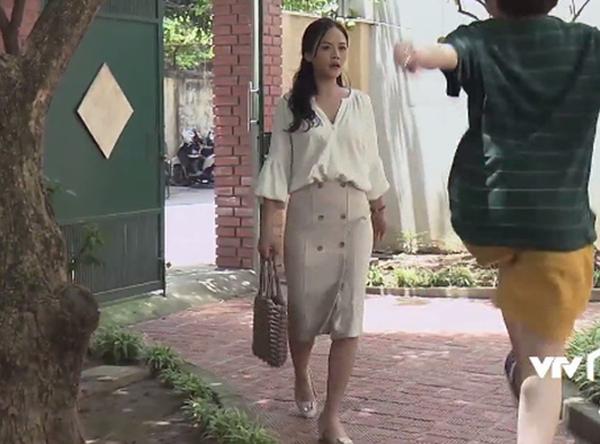 Bắt đầu tập tành làm nữ doanh nhân, Huệ ăn mặc càng thanh lịch, hợp mốt hơn.