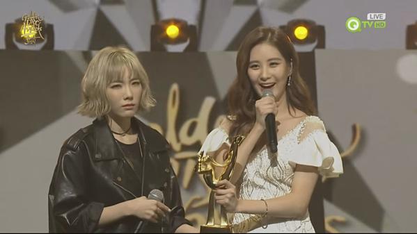 Tại lễ trao giải Golden Disk Awards 2016, Tae Yeon gây tranh cãi với biểu cảm khó ở lúc Big Bang nhận giải Bonsang.