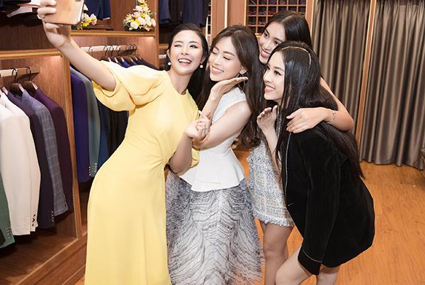 Dàn người đẹp selfie nhí nhảnh cùng đàn chị Ngọc Hân.