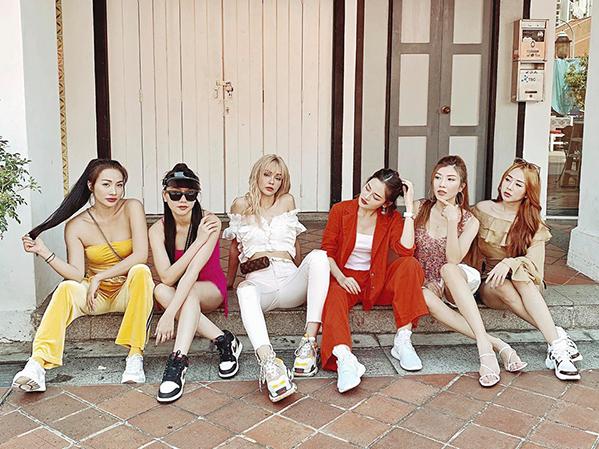 Cả Yaya Trương Nhi, Băng Di, MLee, Thùy Anh và Trang Pháp đều có phong cách đời thường sành điệu, được nhiều cô gái học hỏi.