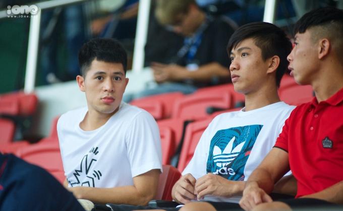 <p> Ngày 24/7, tại Trung tâm đào tạo bóng đá trẻ PVF diễn ra trận giao hữu giữa ĐT U22 Việt Nam và CLB Viettel. Đây được xem là trận đấu tập dượt đội hình nhằm chuẩn bị lực lượng cho SEA Games 30.</p> <p> Đang hồi phục chấn thương tại PVF, Đình Trọng và Văn Đức có mặt tại khán đài để cổ vũ cho đàn em.</p>