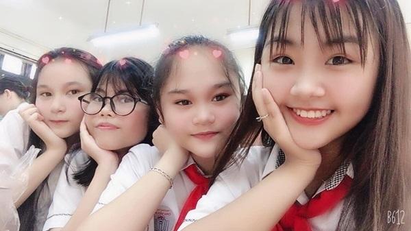 13 tuổi, Khánh An vẫn nhí nhảnh và tinh nghịch đúng với tuổi hồn nhiên. Ở nhà, cô bạn được đặt biệt danh là bé Bông gắn liền với hình ảnh một cô công chúa dễ thương.